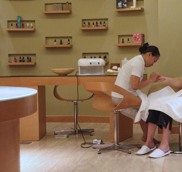 Shine Spa Nha Trang manicure