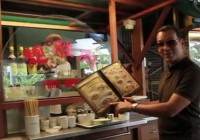 Video: Hawker Food at the Food Trail Under the Singapore Flyer