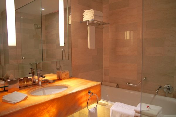 Traders Hotel KL Towers View Room Bathroom