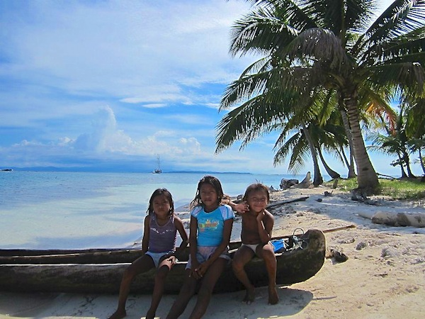 Sailing the San Blas Islands on Gitana III locals