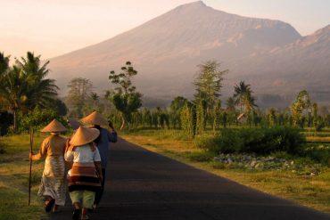 Climbing Mount Rinjani, Lombok Indonesia