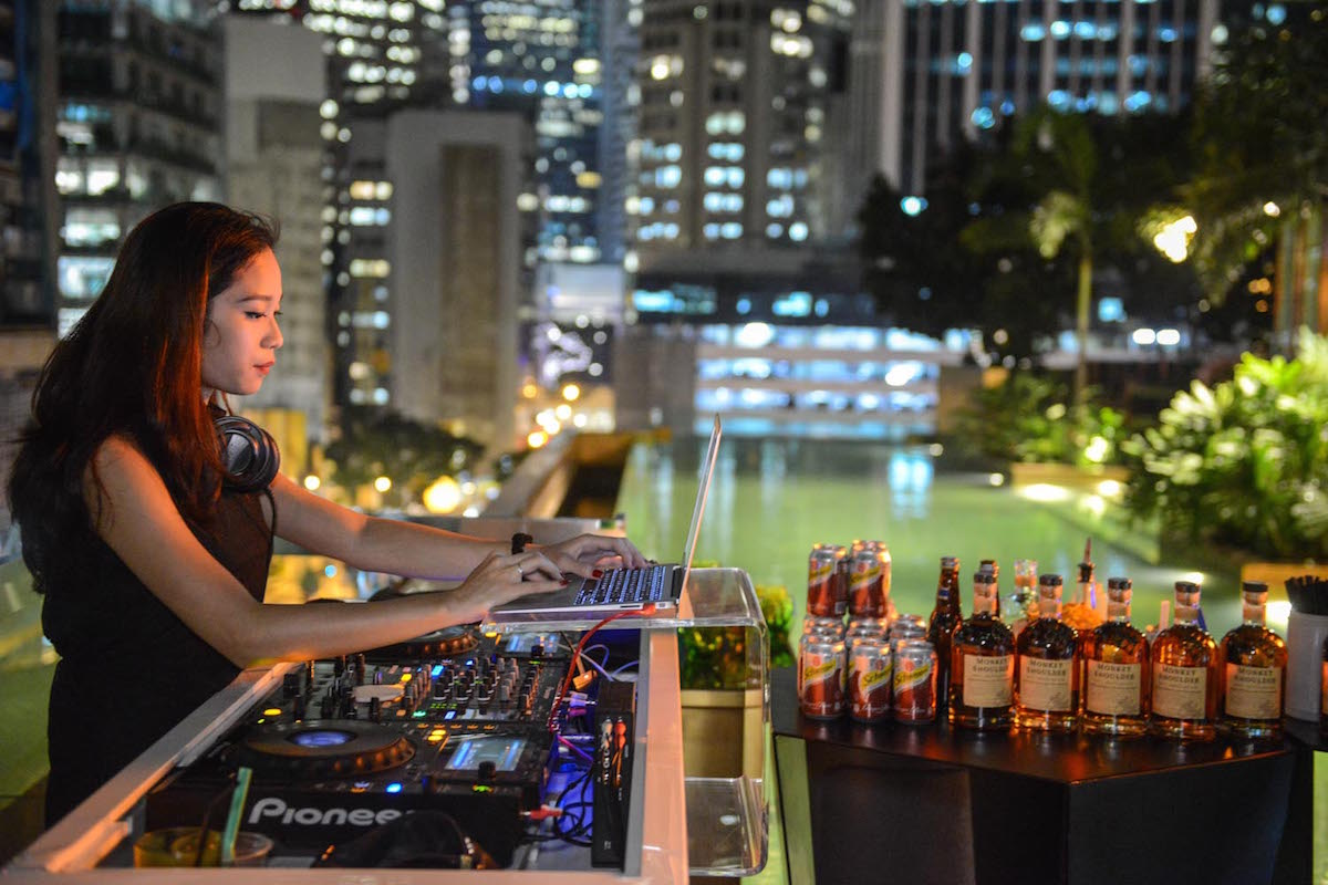 HI-SO Rooftop Bar at Sofitel So Singapore