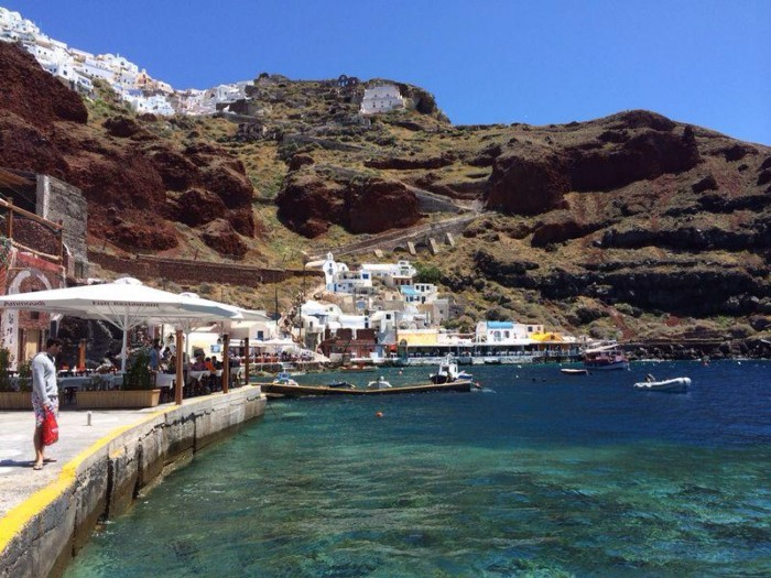 9 Reasons to Fall in Love with Santorini- Amoudi Bay
