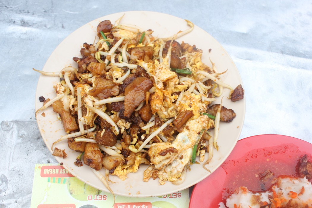 Cheap things to do in Singapore - Eat in Hawker Centres