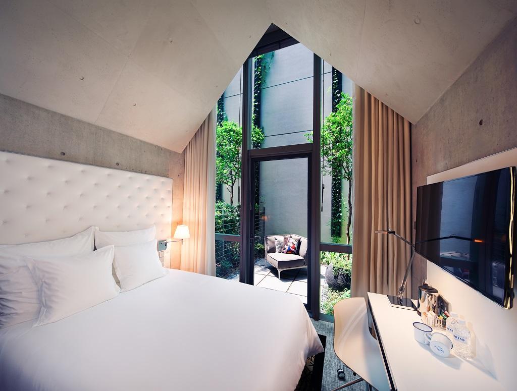 philippe starck hotel m social singapore. Black Bedroom Furniture Sets. Home Design Ideas