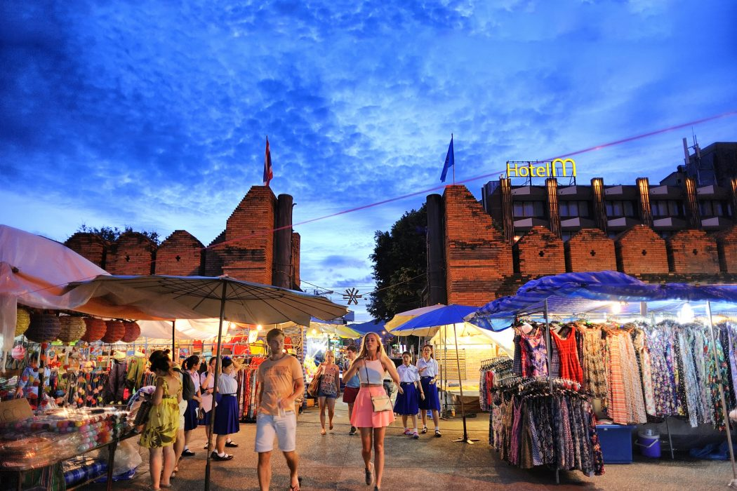 Chiang Mai Thailand - August 27 , 2015 : Tha-Pae Gate multi courtyard of the city often has night markets. There are souvenirs for sale, food and beverage store sales to tourists.