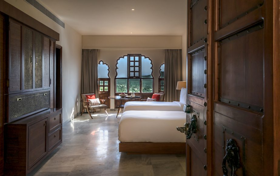 alila-fort-bishangarh-accommodation-heritage-suite