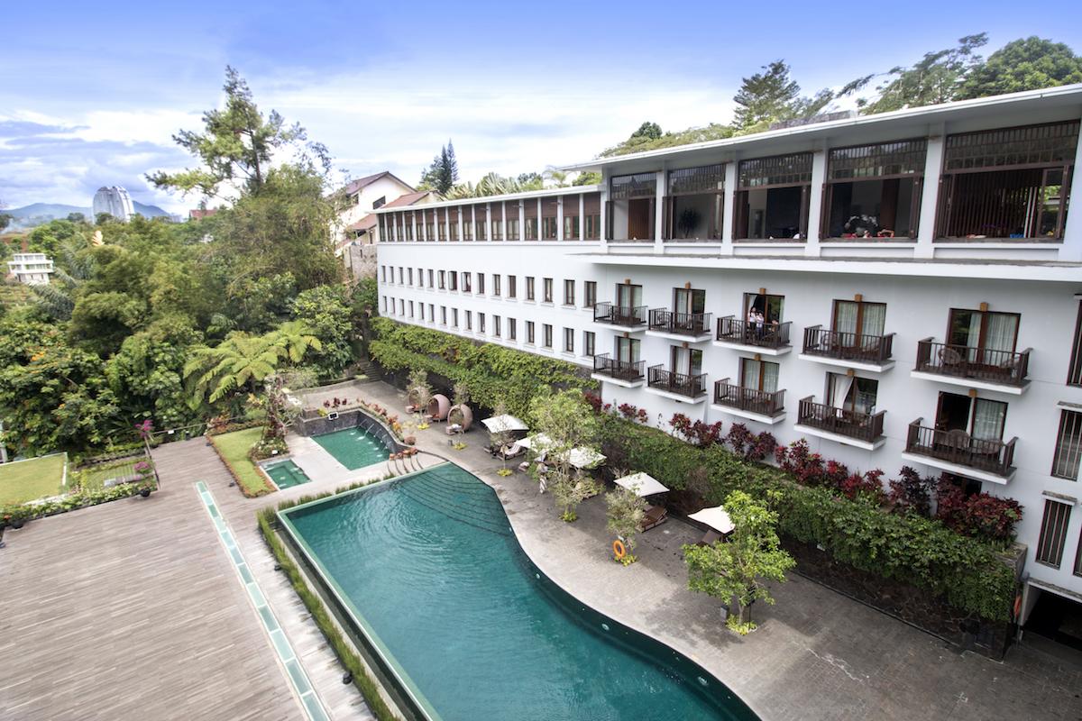 Padma Hotel Bandung Review Pool
