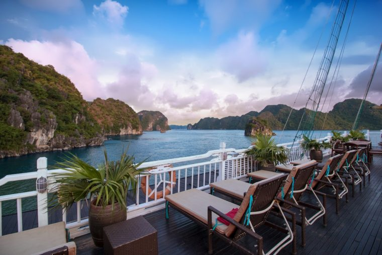 halong bay with aphrodite cruises2