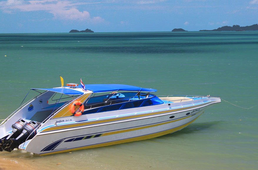 Speed boat on Bo Phut Beach