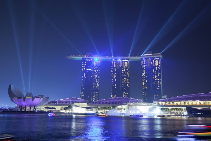 Cheap Things to do in Singapore - Marina Bay Sands Light Show