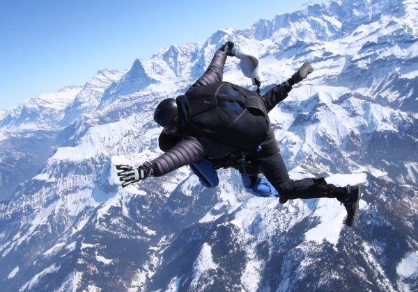 Skydiving in the swiss alps