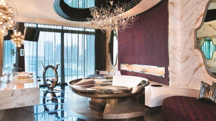 Extreme-WOW-Suite-Bathroom