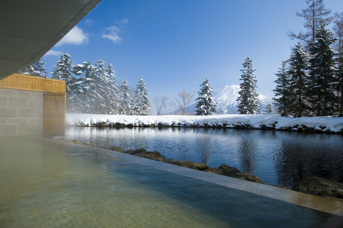 hilton-niseko-village-onsen-with-panoramic-views