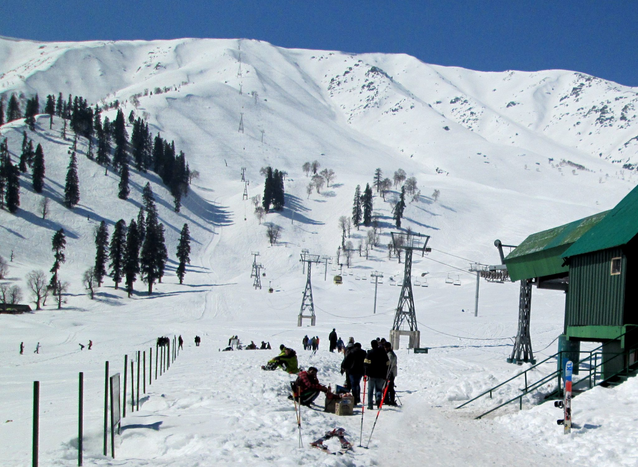 Kangdoor ski slopes of gulmarg, India - Skiing in Asia