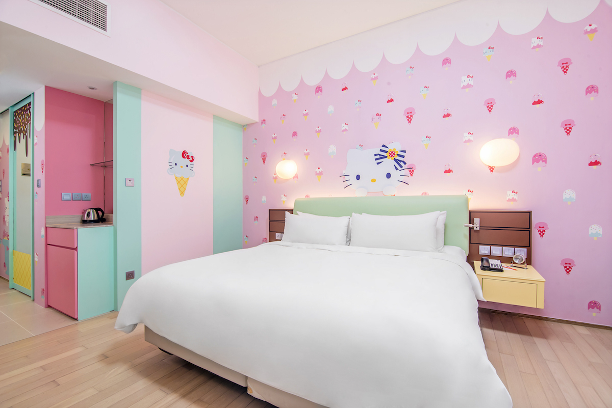 hotel jen hello kitty themed room