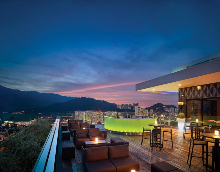 Gravity Rooftop Bar at G Hotel Kelawai Hipster Restaurant Pengang